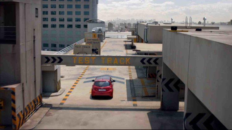 Nestašni Sebastian Loeb dovodi naratora do ludila u novoj kampanji za Peugeot 208