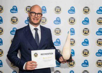 Jerneju Smislu iz Nove kreditne banke Maribor uručeno priznanje PRO PR Awards